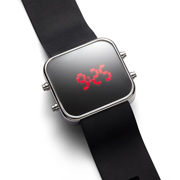 Российские наручные электронные часы мужские купить
